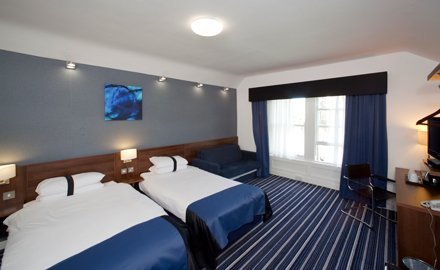 Budget bedrooms in Edinburgh hotel