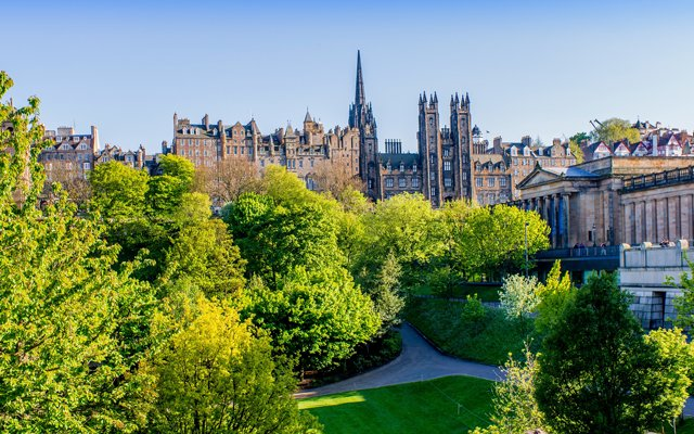 Explore Edinburgh city centre from our Edinburgh hotel