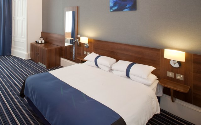 View our Edinburgh hotel rooms